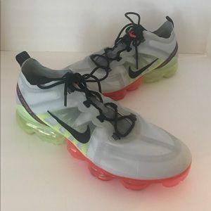 Nike Mens Vapor Max Platinum/Green/Red Size 13